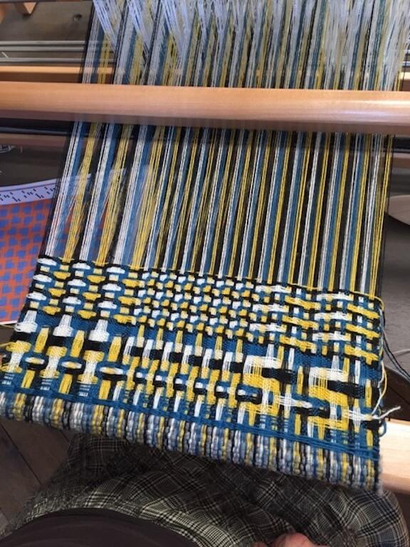 Trois enlissages différents sur l'échantillon de deflected double weave