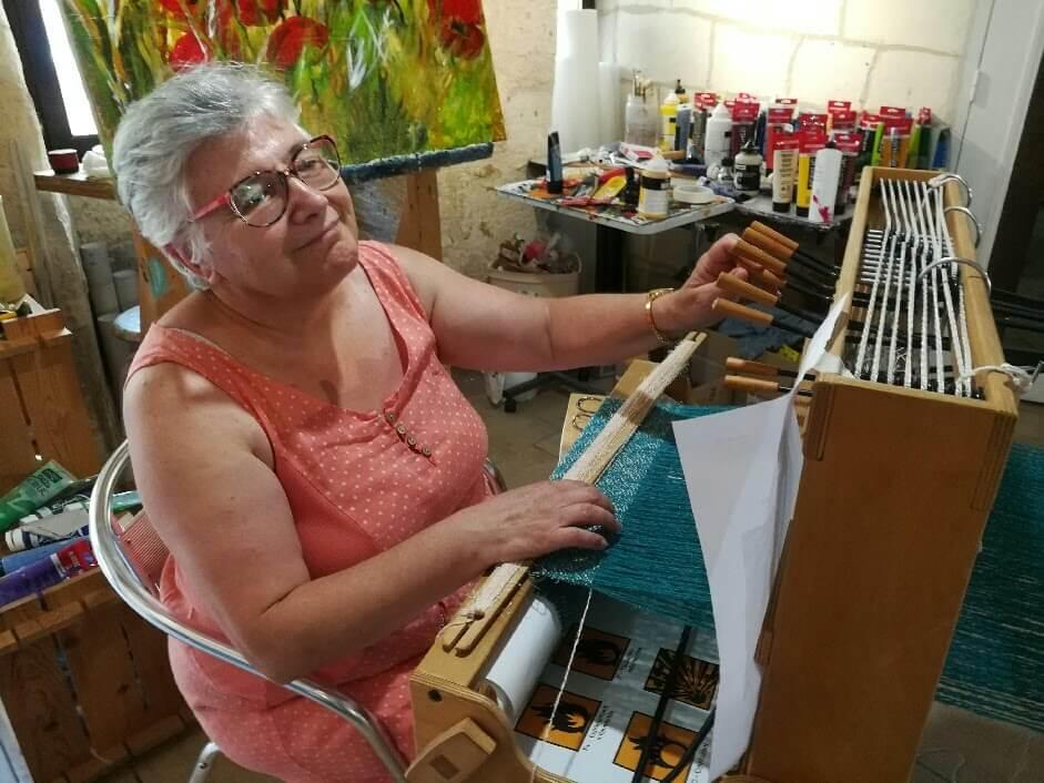 Jocelyne profite de cet atelier pour avancer son étole