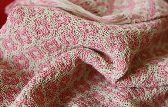 Etole en coton mercerisé. Deflected doubble weave.